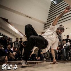 """Sono Luca Basciu, in arte """"bboy boso"""". Ho avuto il primo approccio con il bboying nel 2003 e sono rimasto subito affascinato da questo stile di ballo e da tutta la cultura hip hop. Dal 2010 faccio parte degli abrakadabra crew, precedentemente h501.  Per apprendere sempre di più su questa cultura partecipo da anni a workshop e contest nazionali e internazionali (Orlando, Miami, USA). Il bboying, comunemente chiamato break dance, viene considerato da molti come una ginnastica o come uno sport; è invece un ballo di strada, senza regole e in freestyle, con tante varianti come toprock, footwork, powermore e tanti altri ancora. Questo ballo, o meglio questo stile di vita, mi ha fatto crescere molto poiché è in grado di farti conoscere il vero rispetto dell'altro e la vera cultura hip hop. Cercherò a mia volta di condividere tutto ciò con i miei allievi di qualsiasi età."""
